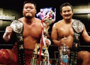 ガン克服後2003年12月14日には、天山広吉と組み第45代IWGPタッグ王座に君臨した(西村修氏提供)