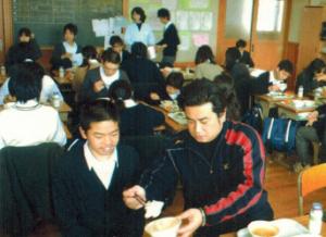 真田中学校、給食の様子