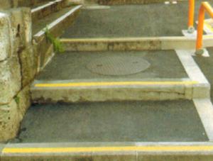 坂下通りミニストップ裏の階段